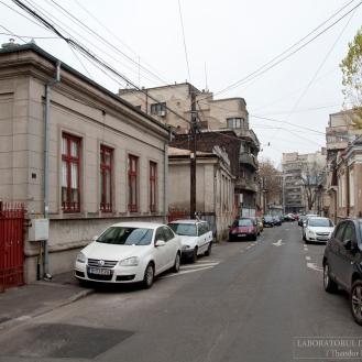 Str. pict. Ștefan Luchian nr. 14, privind către Calea Moșilor din dreptul nr. 15 și 16 (decembrie 2015). Foto: Theodor E. Ulieriu-Rostás.