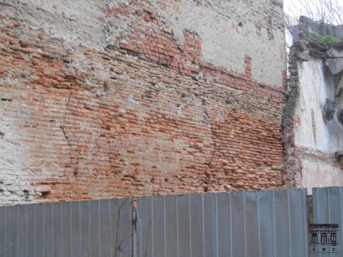 Subtipul 1 de cărămidă veche: zidul de incintă în dreptul parcelei din strada Vânători nr. 15