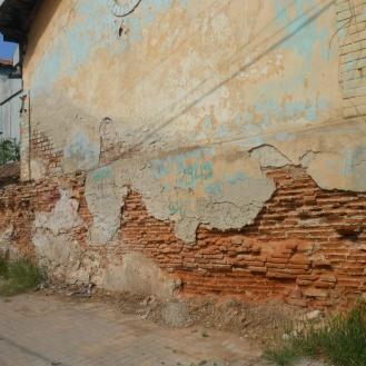 Colțul de sud-est al incintei curții, cu clădirea industrială pe două niveluri de început de sec. XX